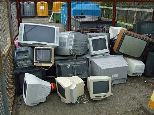 Limbah barang elektronik yang sudah tak terpakai
