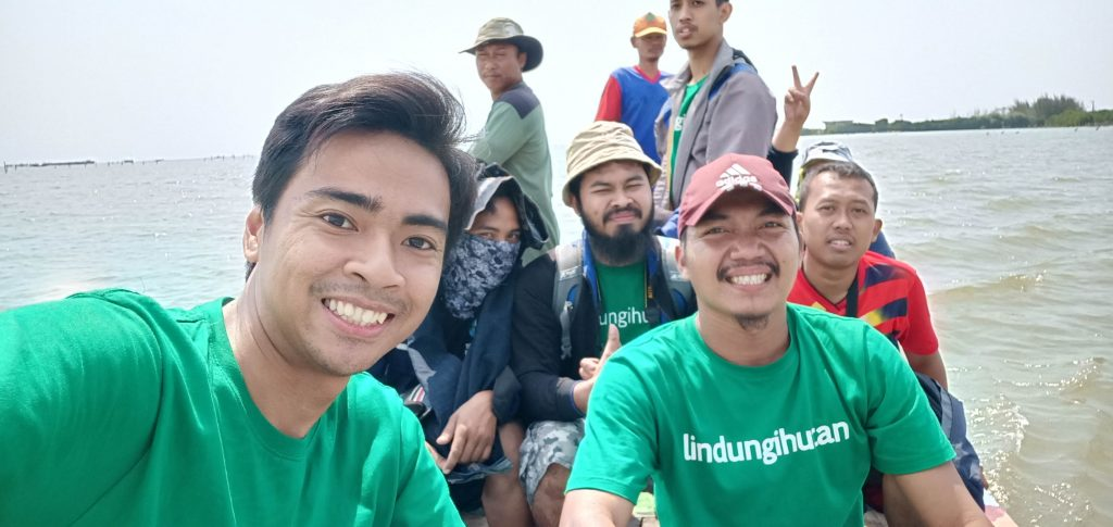 Relawan LindungiHutan Siap Menanam di Tambakrejo!