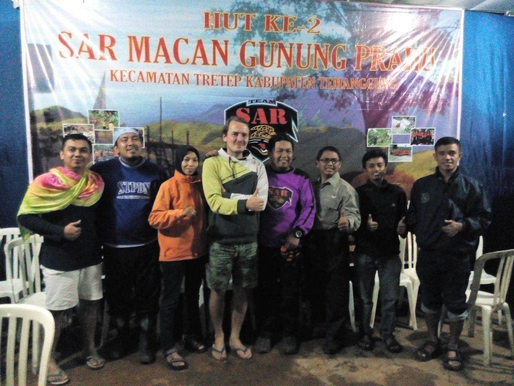 Tim LindungiHutan Bersama Tim SAR Macan Gunung Prau
