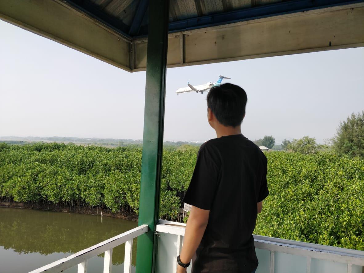 Pengunjung Juga Dapat Melihat Pendangan Pesawat Lepas Landas dari Bandara Ahmad Yani Semarang