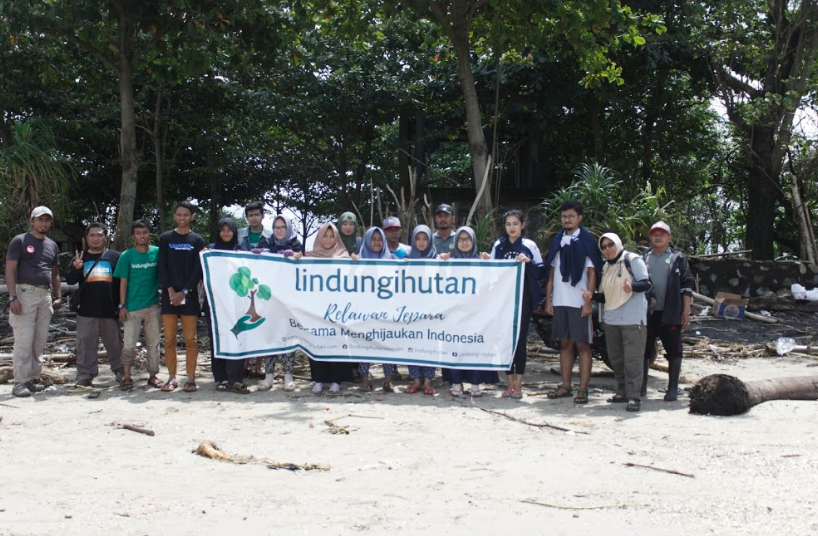 Pantai Pelayaran dan Relawan LindungiHutan Jepara