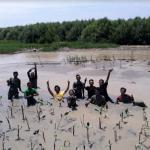 Prihatin Rob, Relawan LindungiHutan Semarang Tanam Mangrove di Trimulyo