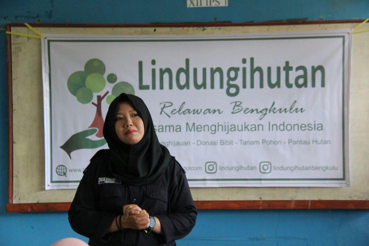 Peringati HKAN, Relawan LindungiHutan Bengkulu Edukasi Siswa SMA