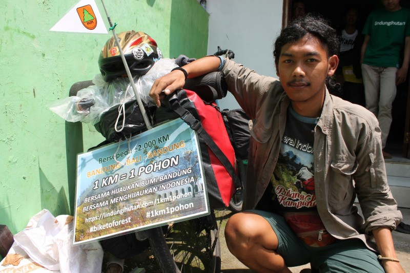 Kang Maman: Bersepeda Untuk #1km1pohon Di Bumi Parahyangan
