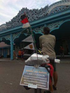 Kang Maman dan Sepedanya tiba di Surakarta.jpg