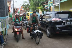Relawan-LindungiHutan-dan-Kang-Maman-Menuju-Pantai-Mangunharjo.jpg