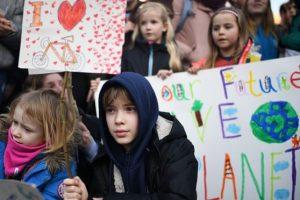 <i> Ngapain </i> Sekolah? Pelajaran dari Gerakan Mogok Iklim Sekolah Terbesar