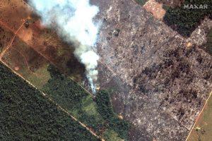 deforestasi atau kebakaran hutan amazon dari satelit