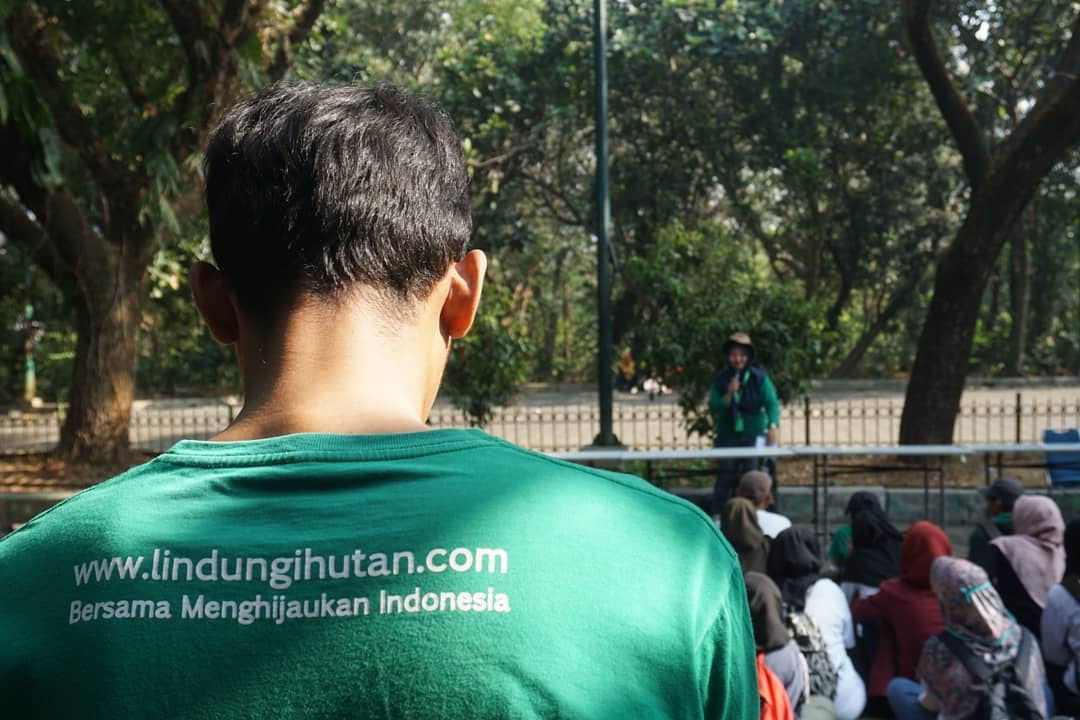 Relawan LindungiHutan Jadetabek pada Pelaksanaan Kegiatan #HutanMerdeka di Srengseng, Jakarta Barat-Pengertian Relawan-Wanaswara-Blog LindungiHutan