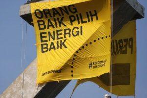 #Opini : Spanduk Raksasa di Ikon Kota Jakarta