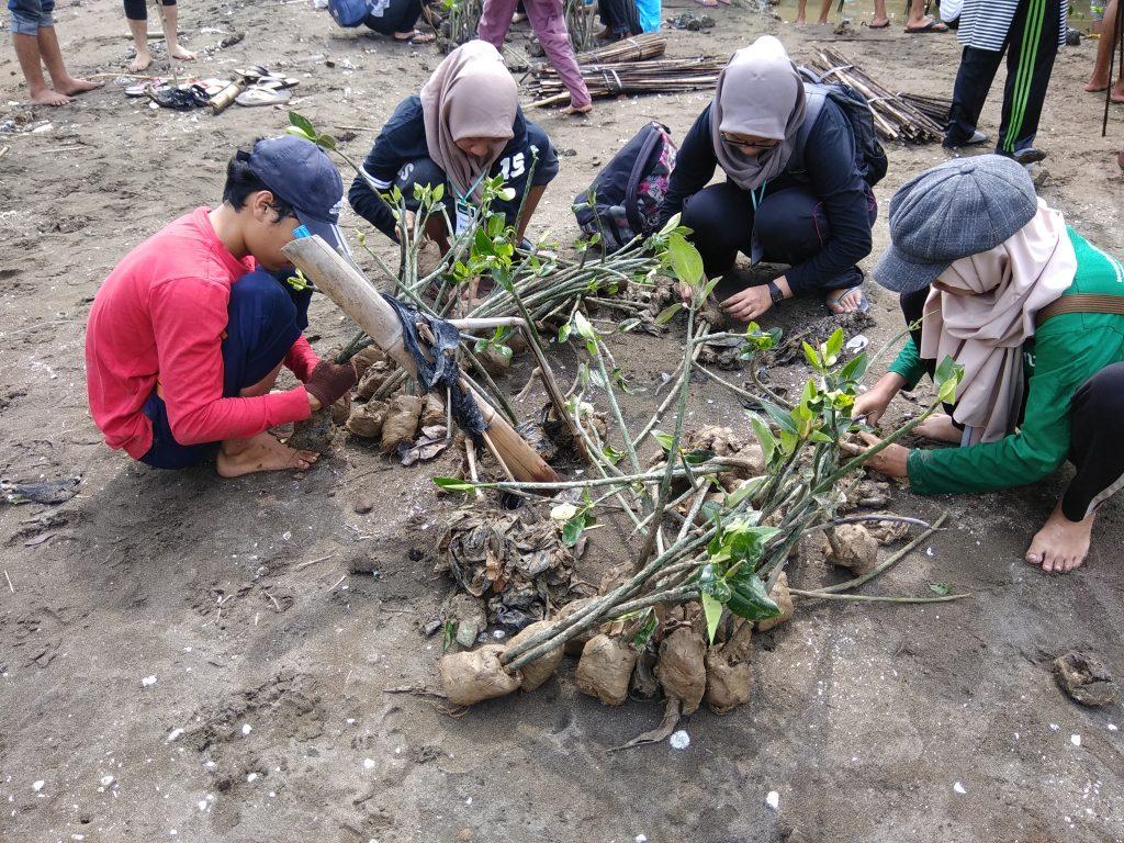 Penanaman Pohon Bersama Sahabat Alam