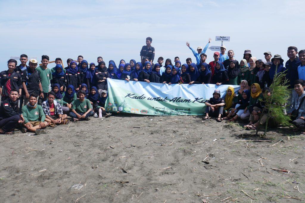 700 Cemara Laut dari LindungiHutan untuk Kendal