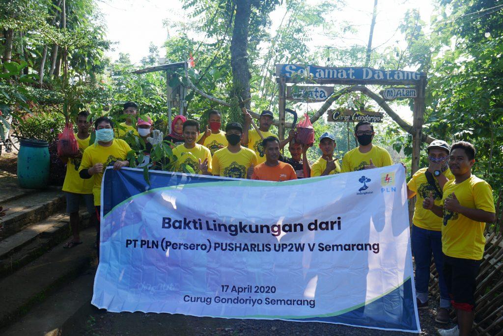 PT PLN (Persero) Semarang Tanam Pohon di Curug Gondoriyo